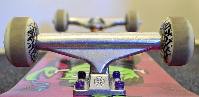 How to choose skateboard trucks - 80s Skateboards